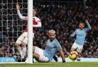 Aguero thừa nhận bóng chạm tay mình trước khi vào lưới Arsenal
