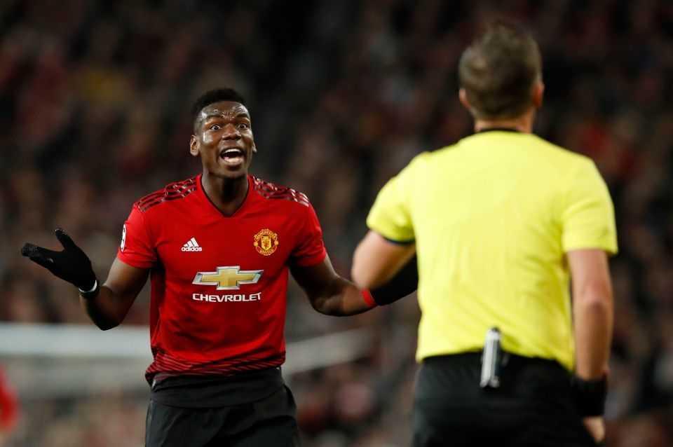 Bị thẻ đỏ, Pogba nổi đóa đấm tung tủ thay đồ của Man United