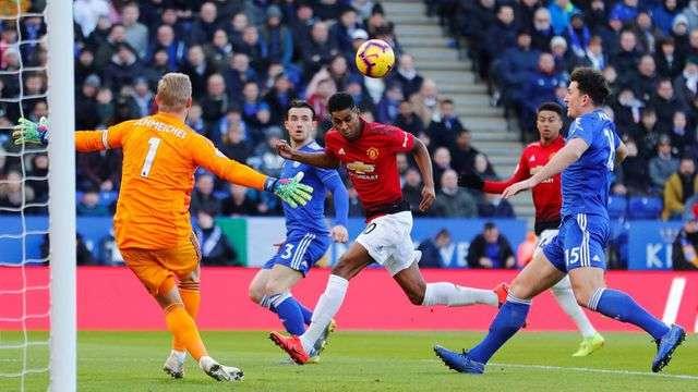 Man Utd chơi tấn công nhanh từ đầu trận, ngay phút thứ 4 Rashford đã có cơ hội mở tỉ số sớm của trận đấu, nhưng anh lại bỏ lỡ