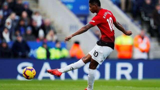 Tuy nhiên, tiền đạo trẻ người Anh nhanh chóng sút tung lưới của Leciester đưa Man Utd vượt lên ngay ở phút 9