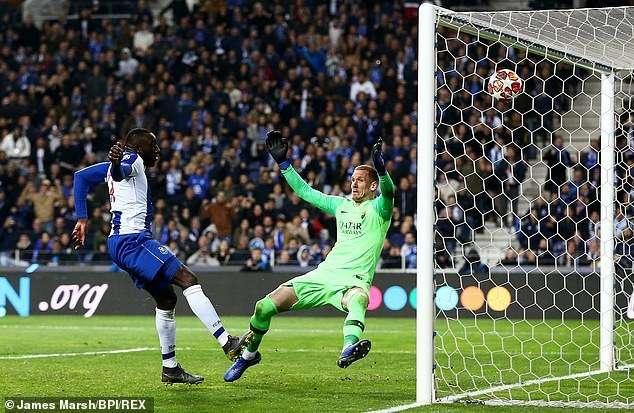 Tiquinho ghi bàn đưa Porto dẫn 2-1