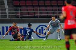 Văn Lâm được đánh giá cao dù Muangthong United thua 2 trận liên tiếp ở Thái-League