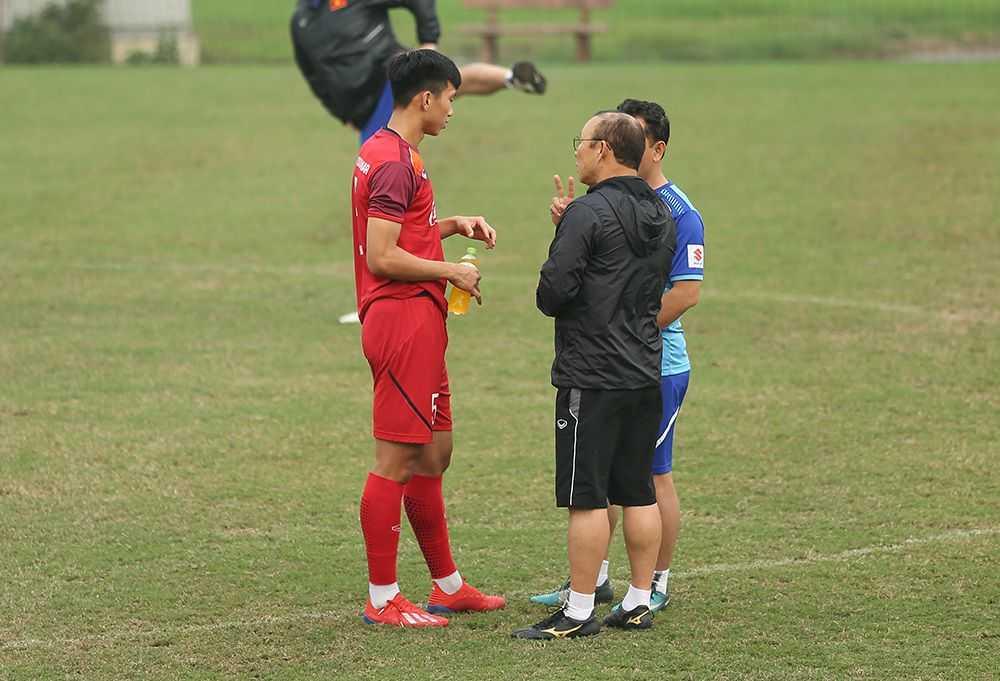 Ngoài Đình Trọng, HLV Park Hang Seo quan tâm đặc biệt đến tình hình sức khỏe của thủ môn Bùi Tiến Dũng và Văn Hậu
