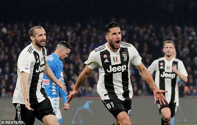 Emre Can ăn mừng bàn thắng nâng tỷ số lên 2-0 cho Juventus