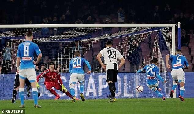 Lorenzo Insigne bỏ lỡ cơ hội gỡ hòa 2-2 trên chấm 11m