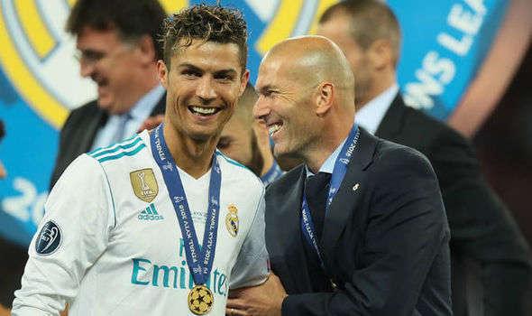 Zidane cảnh báo trước ông trùm Perez, trước khi ra đi. Ronaldo cũng khôn ngoan rời Bernabeu