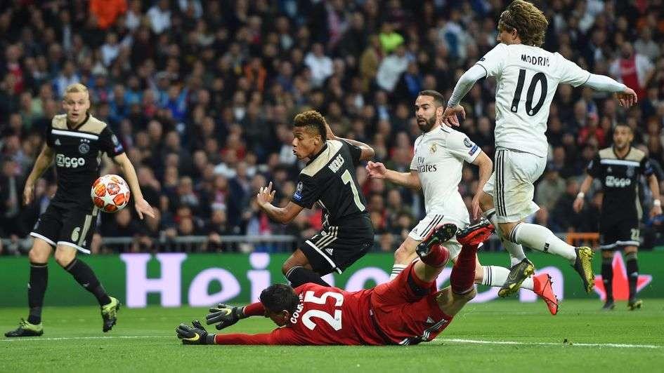 Quả bóng vàng Modric cũng bất lực...