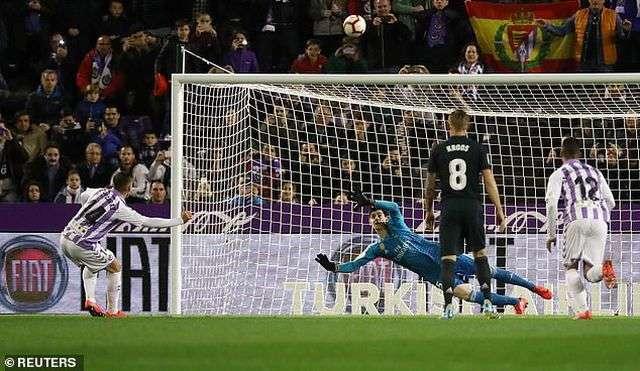 Rubén Alcaraz đá hỏng phạt đền đáng tiếc cho Valladolid