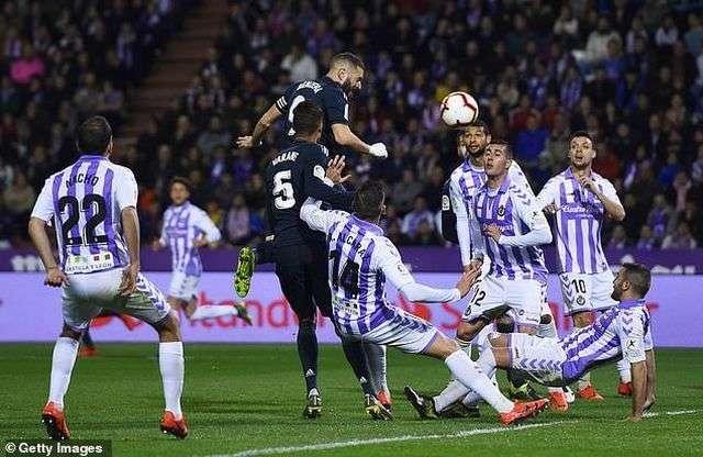 Varane gỡ hòa 1-1 cho Real Madrid ở phút 34