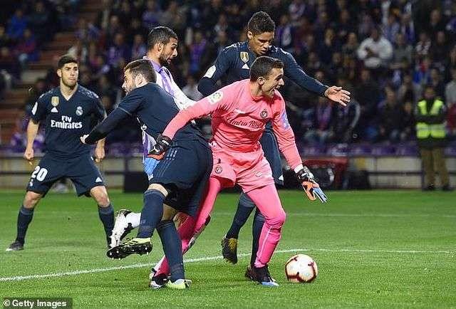 Real Madrid giành chiến thắng 4-1 để tạm thời vượt qua khủng hoảng