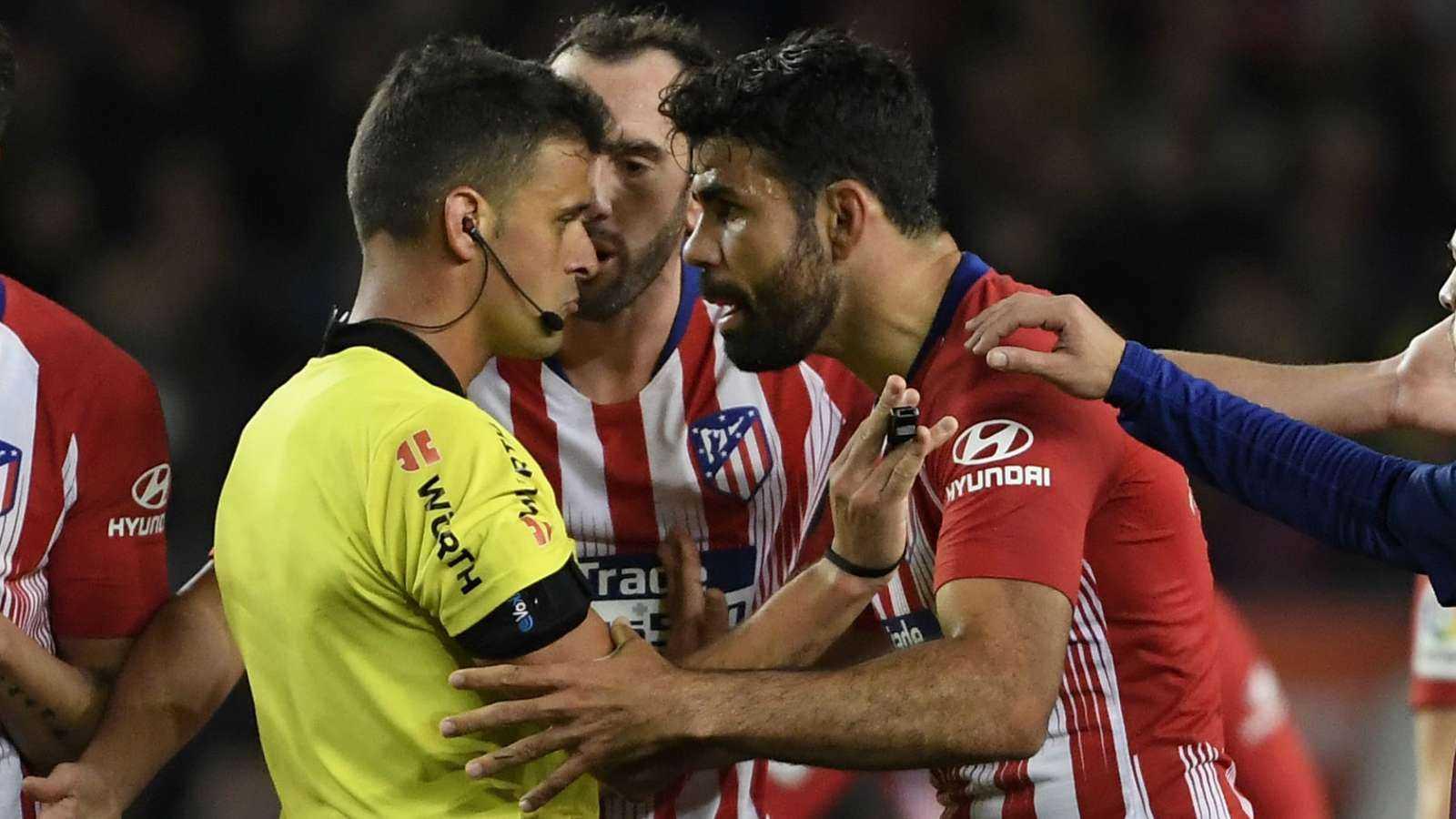 Xúc phạm mẹ trọng tài, Diego Costa bị treo giò hết mùa giải