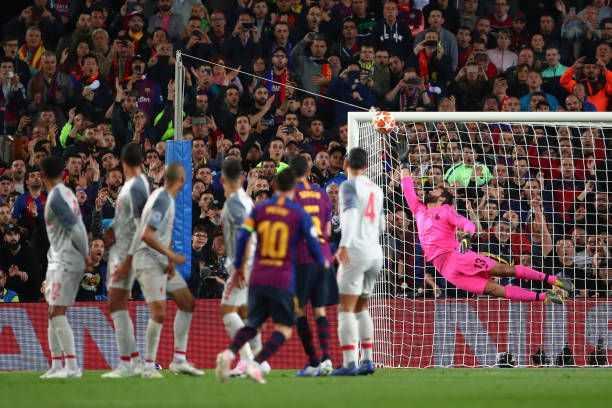 """HLV Valverde: """"Bởi vì Messi là một cầu thủ đặc biệt"""""""