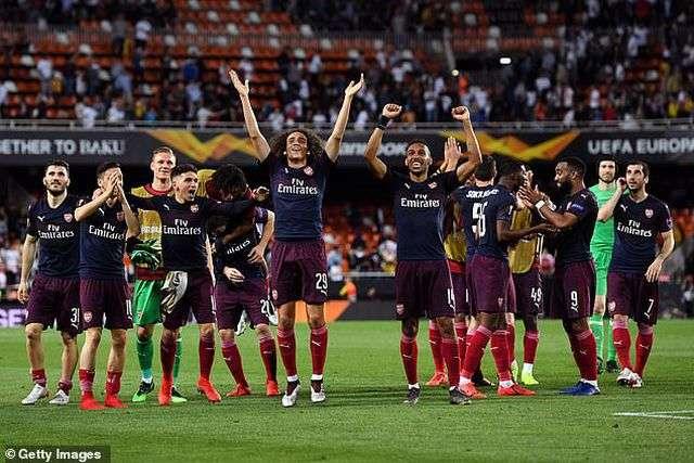 Các cầu thủ Arsenal thắng 7-3 trước Valencia sau hai lượt trận