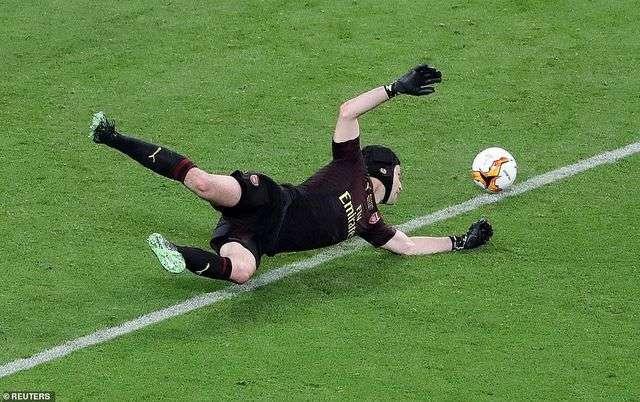 Thủ môn Petr Cech đã có ngày làm việc đầy vất vả