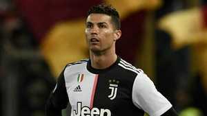 Ronaldo gây xúc động với fan nhí bị chuẩn đoán u não