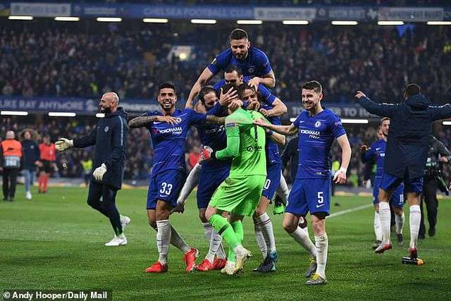 Chelsea vào chung kết Europa League sau loạt sút luân lưu 11m