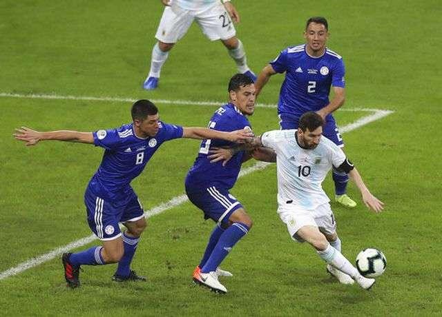 Messi gặp khó khăn trong việc tìm lại cảm hứng ở đội tuyển Argentina