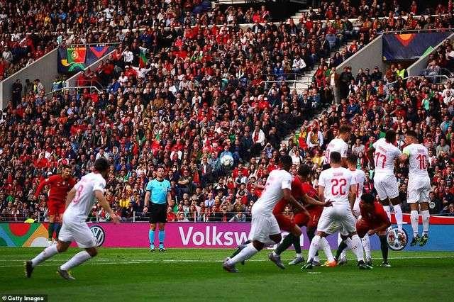 C.Ronaldo lập hattrick giúp Bồ Đào Nha thắng Thụy Sỹ 3-1 ở bán kết