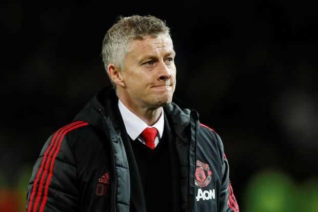 """Solskjaer nên cẩn thận với quá khứ mua """"hàng hớ"""" của Man United"""