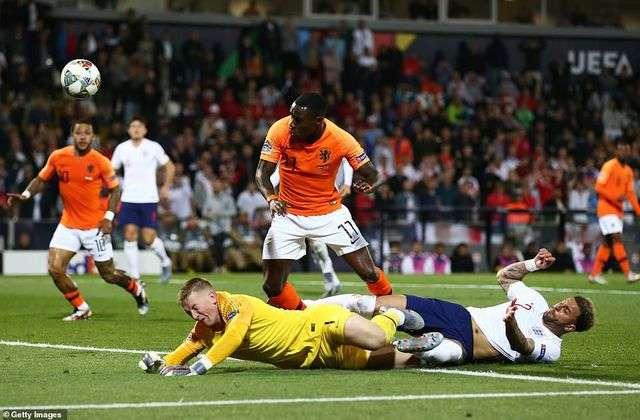 Hà Lan thắng thuyết phục Anh 3-1 ở bán kết