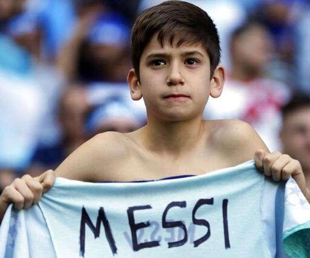Cổ động viên luôn kì vọng vào Messi