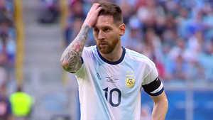 Vì sao Messi luôn thất bại mỗi khi khoác áo tuyển Argentina?