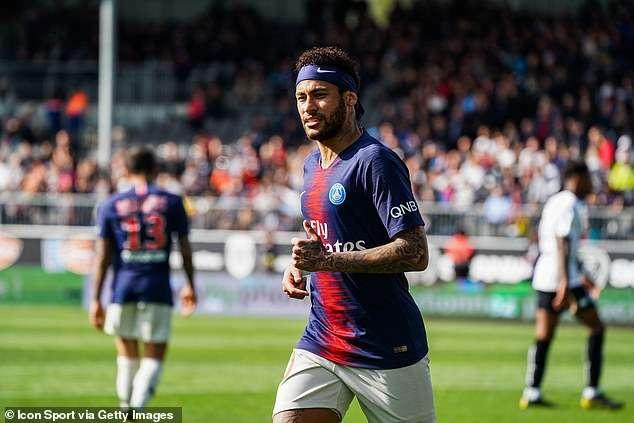 Neymar đang được Real, MU và Barca quan tâm