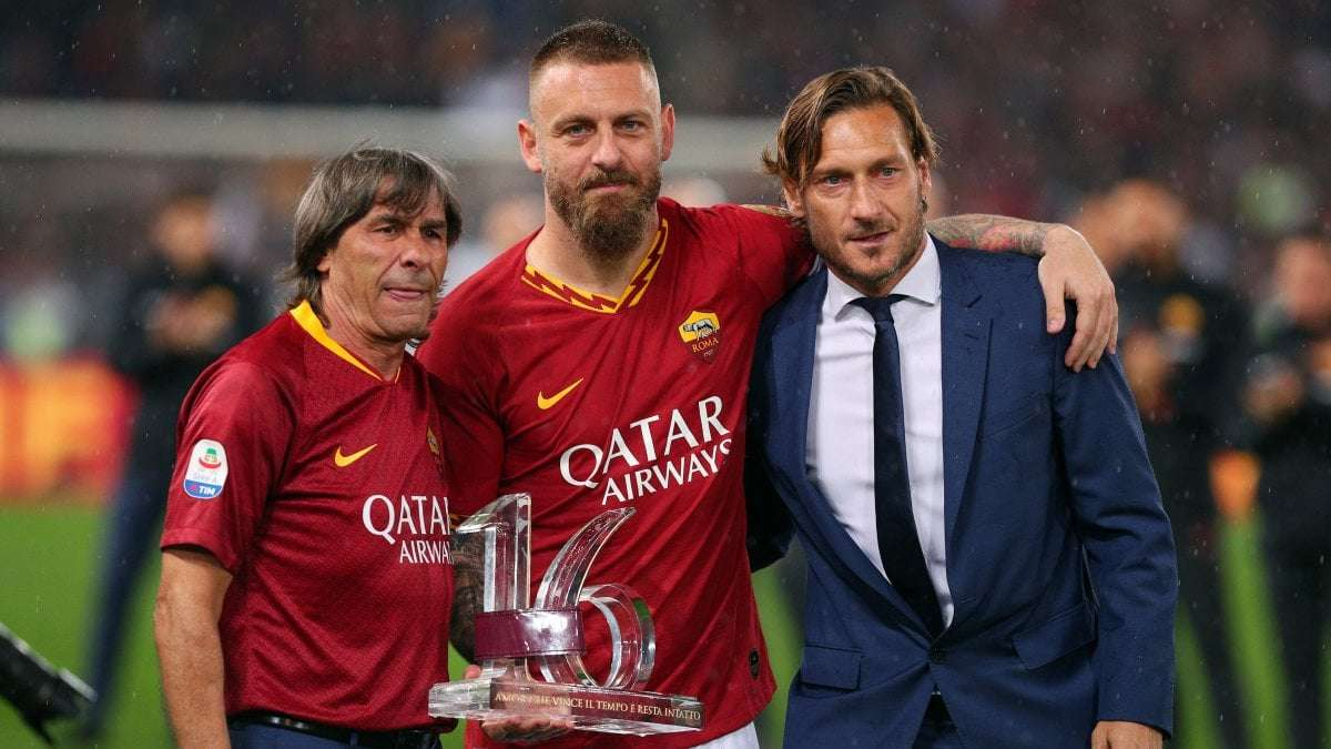 Sau De Rossi, tới lượt Totti rời AS Roma