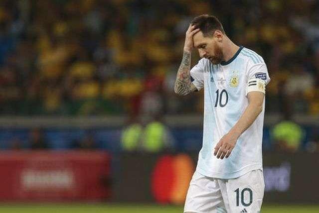 Messi có lý do để phàn nàn về trọng tài