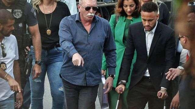 Neymar đã nhiều lần phải lấy lời khai với phía cảnh sát