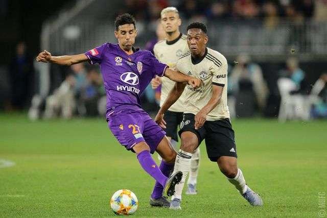 Martial (phải) là tiền đạo cắm của Man Utd trong hiệp một