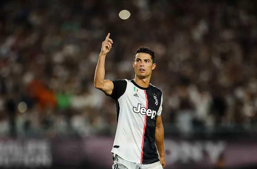 """Tất bật du đấu cùng Juventus, Ronaldo vẫn không quên """"nhắn gửi yêu thương"""" đến gia đình"""