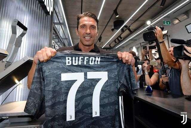 Buffon khoác áo số 77 ở Juventus