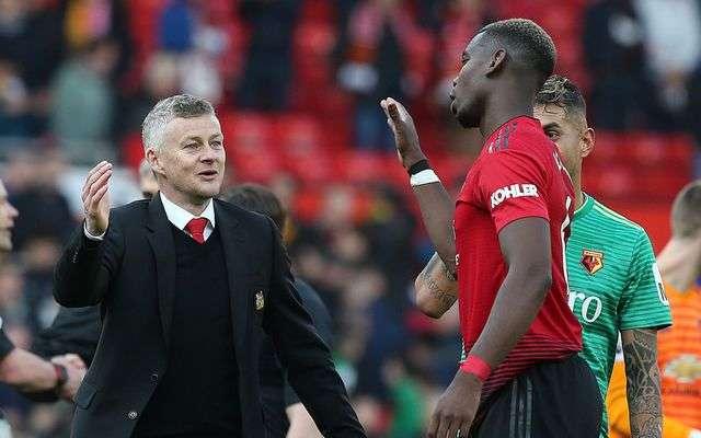 Solskajer (trái) muốn tiếp tục giữ Pogba ở lại Old Trafford