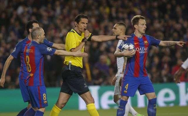 Thiago Silva nhắc lại việc PSG bị xử ép trong trận đấu với Barcelona