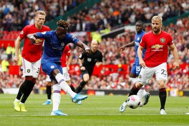 Ngoài pha dứt điểm trúng cột dọc ở phút thứ 4, Abraham mất hút trong suốt 65 phút trên sân