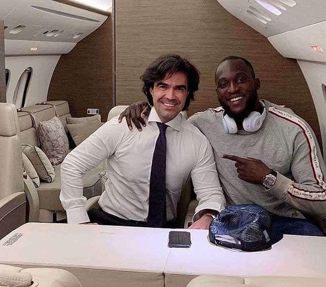 Lukaku đến Milan cùng người đại diện