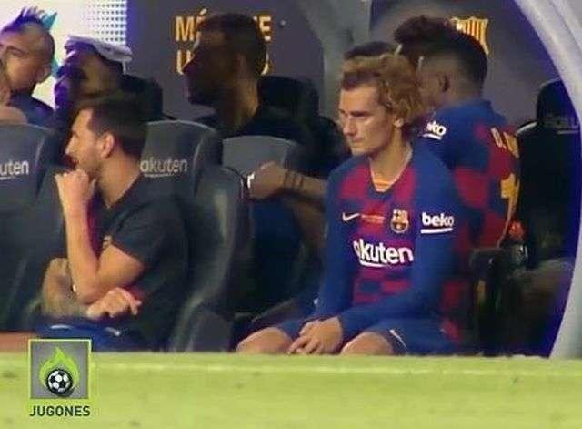 Messi thể hiện sự khó chịu ra mặt với Griezmann