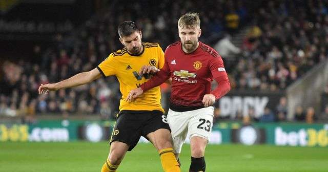 Man Utd (áo đỏ) đang khó thắng Wolves trong những lần gặp nhau gần đây