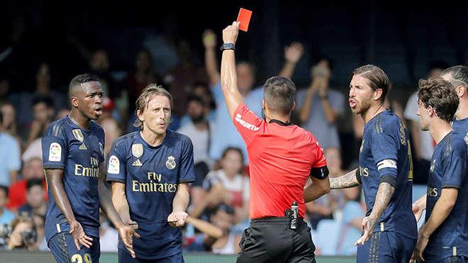 Thẻ đỏ của Modric xuất phát từ quy định mới, bảo vệ gót chân cầu thủ