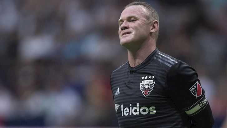 Rooney để lại hình ảnh xấu sau khi thúc cùi chỏ vào mặt cầu thủ của New York Red Bulls