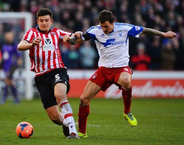 Maguire (trái) từng thi đấu thành công ở Sheffield United khi tuổi đời còn rất trẻ