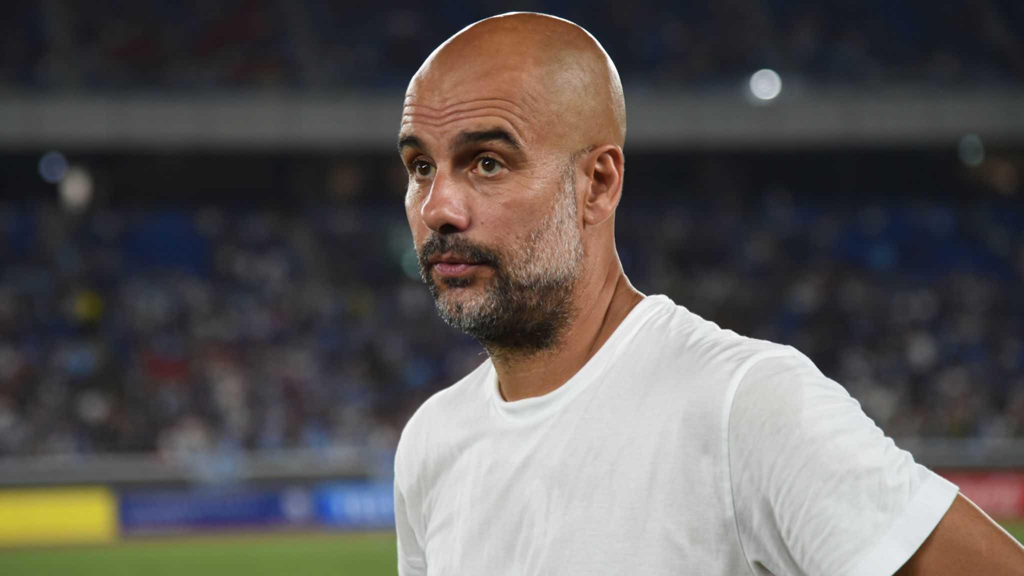 """Pep Guardiola """"đi vào lịch sử"""" khi trở thành HLV đầu tiên phải nhận thẻ vàng ở Premier League"""