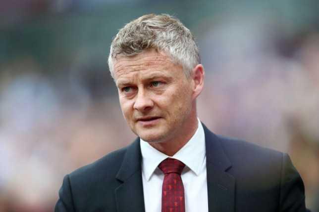 Man United: Thắp lửa trên đống tro tàn?