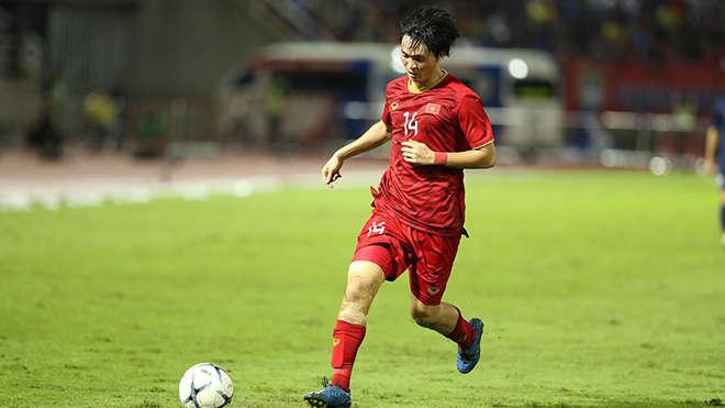 Tuấn Anh đã hạn chế tối đa khả năng giữ bóng của cầu thủ nguy hiểm nhất bên phía Thái Lan là Chanathip