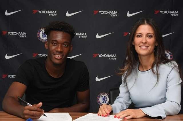 Hudson-Odoi gia hạn hợp đồng với Chelsea