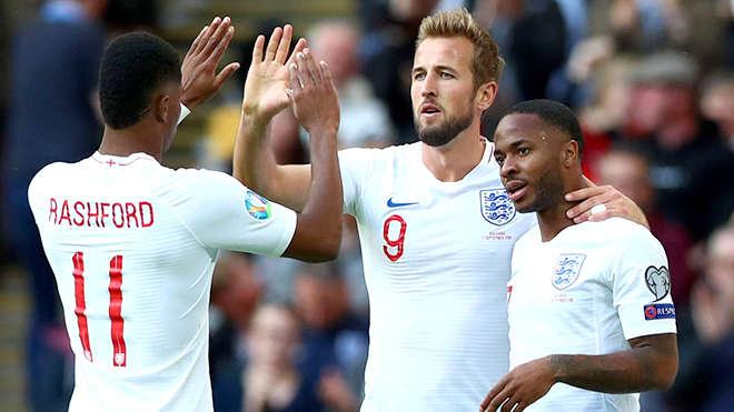 Nhờ sức trẻ và sự quyết tâm, Anh đã toàn thắng 3 trận vòng bảng, ghi tới 14 bàn và chỉ lọt lưới 1 bàn