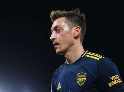 """Ozil giờ chỉ là """"con rối"""" trong tay của HLV Unai Emery"""