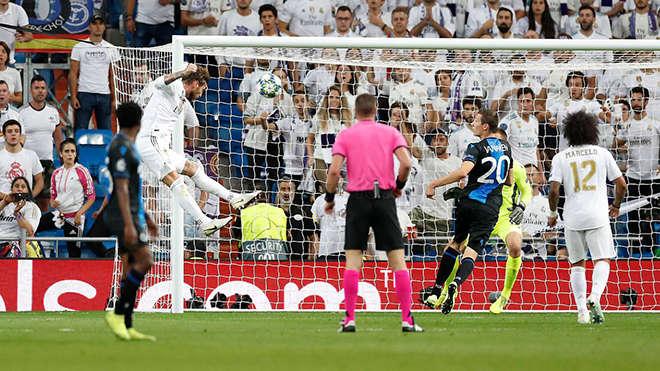 Tình huống Sergio Ramos đánh đầu rút ngắn tỷ số xuống còn 1-2 cho Real Madrid