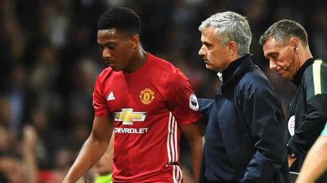 Sau nhiều nỗ lực, Mourinho đành chấp nhận tiếp tục làm việc với Martial